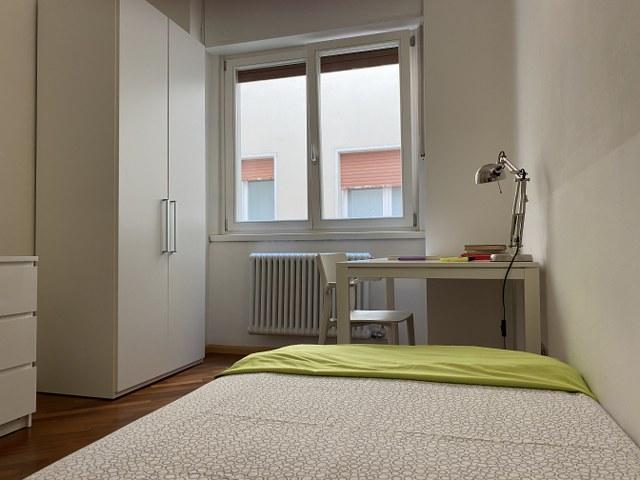 Stanza singola con bagno privato in spazioso appartamento per studenti a Trento