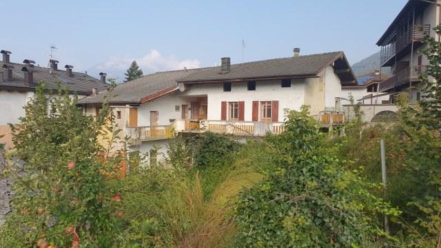 Porzione di casa ristrutturata su tre livelli a Levico