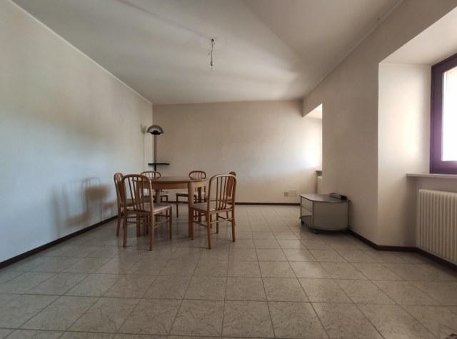 Luminoso appartamento con giardino, ideale per famiglie