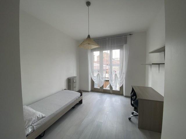 Singola con balcone in via Tito Livio, in appartamento ristrutturato