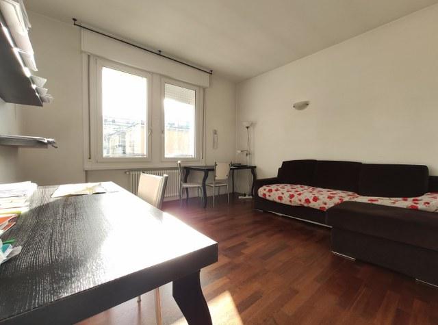 Due stanze ad ultimo piano in via Grazioli