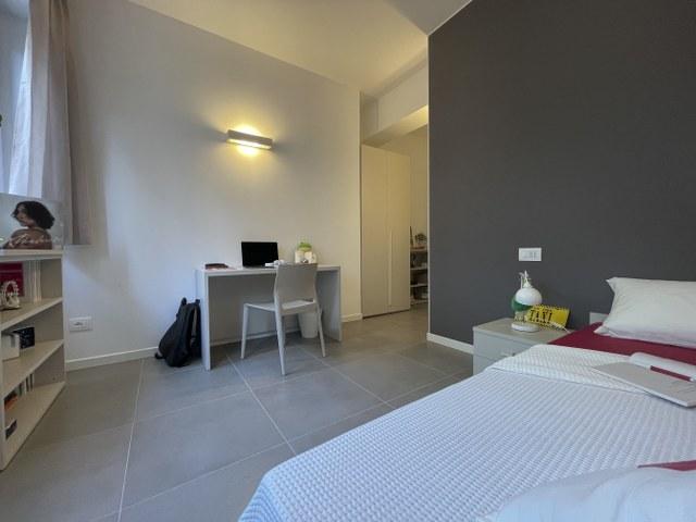 Luminosa stanza singola in appartamento moderno